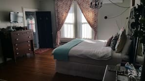 高級寢具、特厚豪華床墊、設計自成一格、家具佈置各有特色