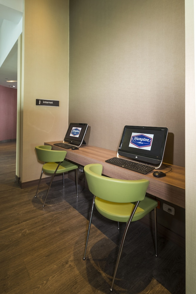 Business Center, Hampton By Hilton Cartagena