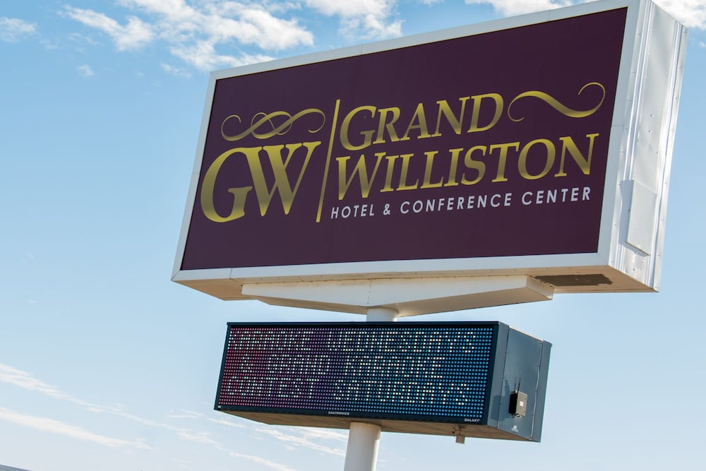 Grand williston hotel conference center in williston for The williston