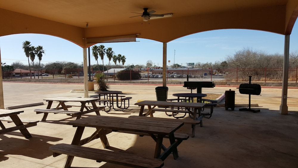 Property Grounds : BBQ/Picnic Area 35 of 38