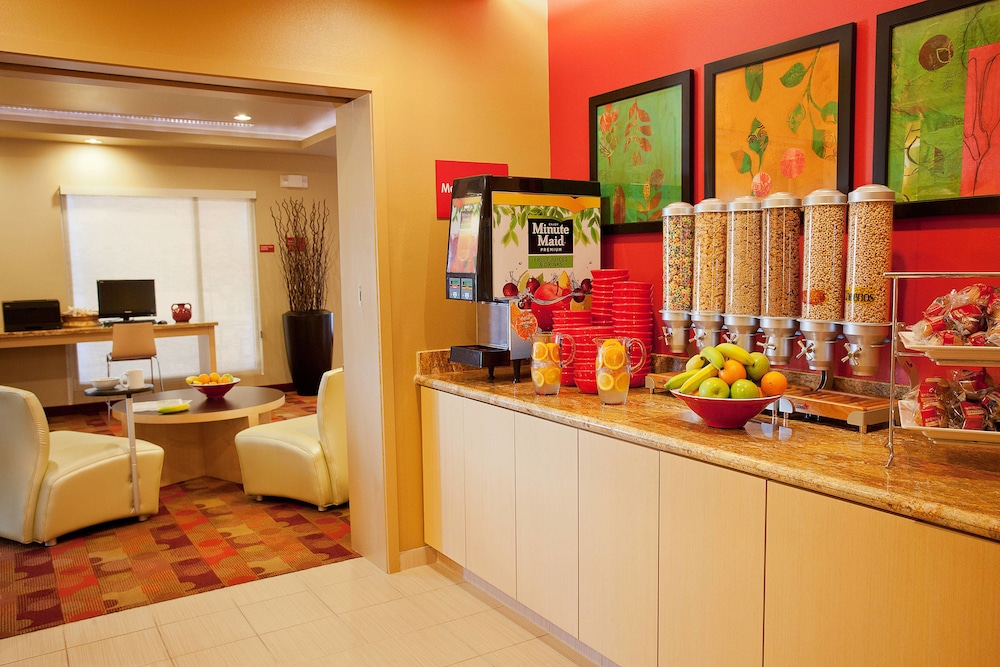 Breakfast Area, TownePlace Suites by Marriott Galveston Island