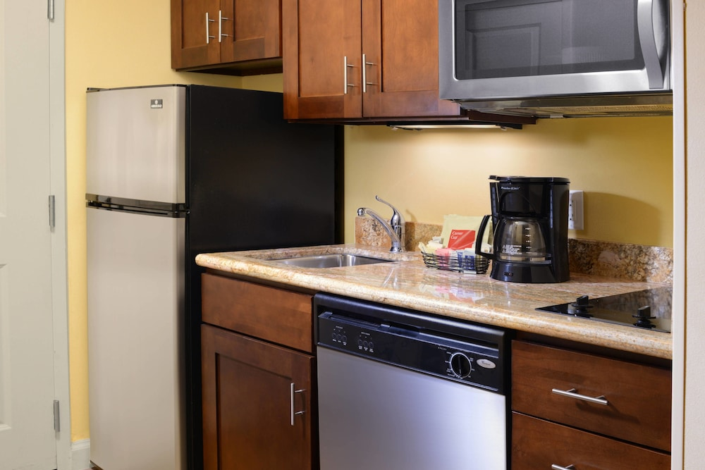 Private Kitchen, TownePlace Suites by Marriott Galveston Island
