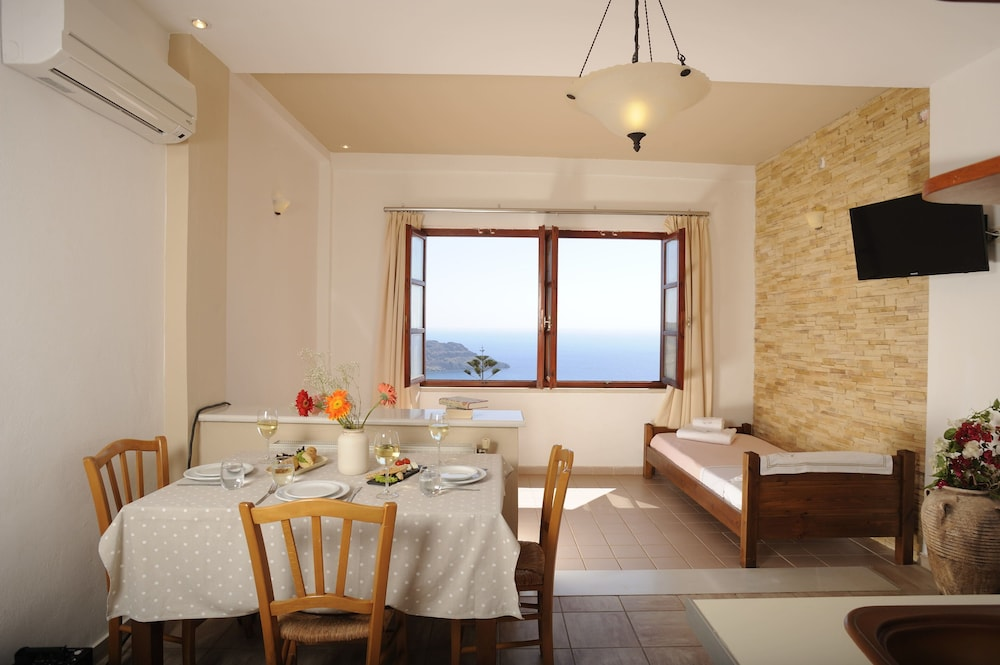 In-Room Dining, Stefanos Village