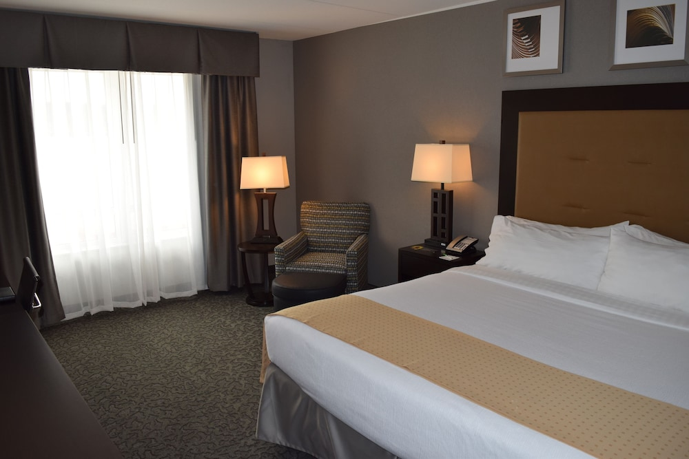 Room, Holiday Inn Hotel & Suites East Peoria