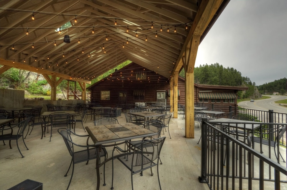 Outdoor Dining, Powder House Lodge