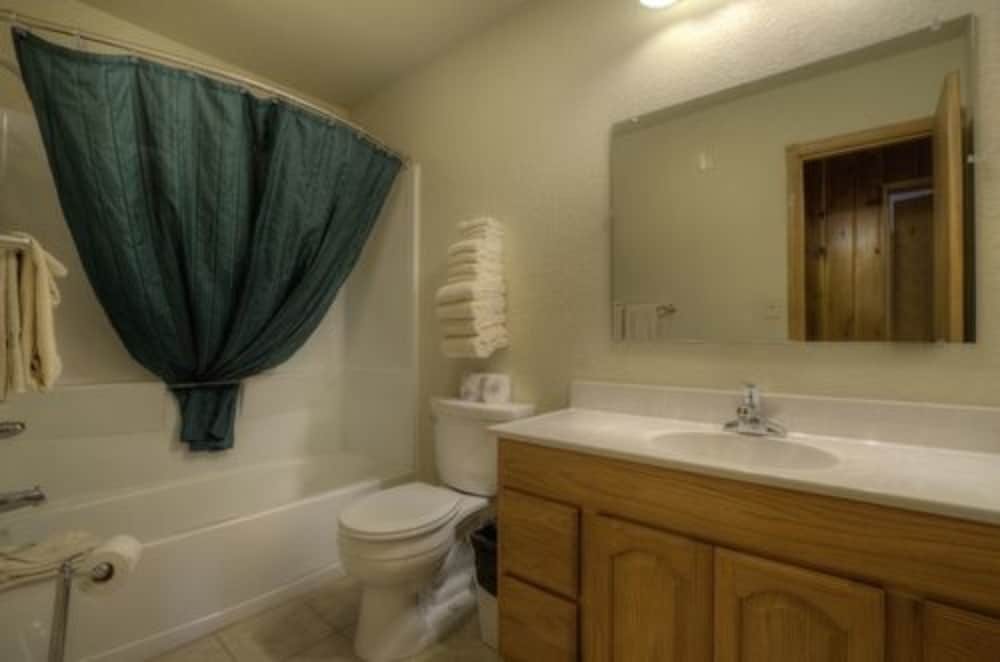 Bathroom, Powder House Lodge