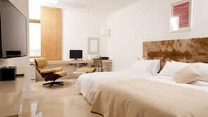 高級寢具、羽絨被、迷你吧贈品、家具佈置各有特色