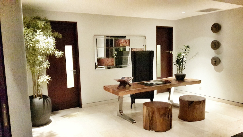 Concierge Desk, The Edge Bali