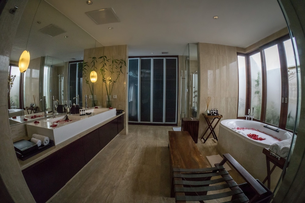Bathroom, The Edge Bali