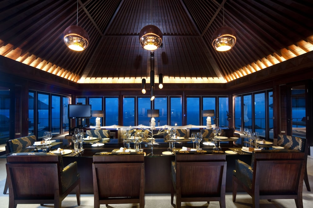 Family Dining, The Edge Bali
