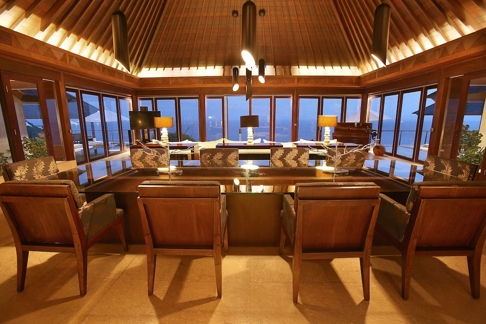 In-Room Dining, The Edge Bali