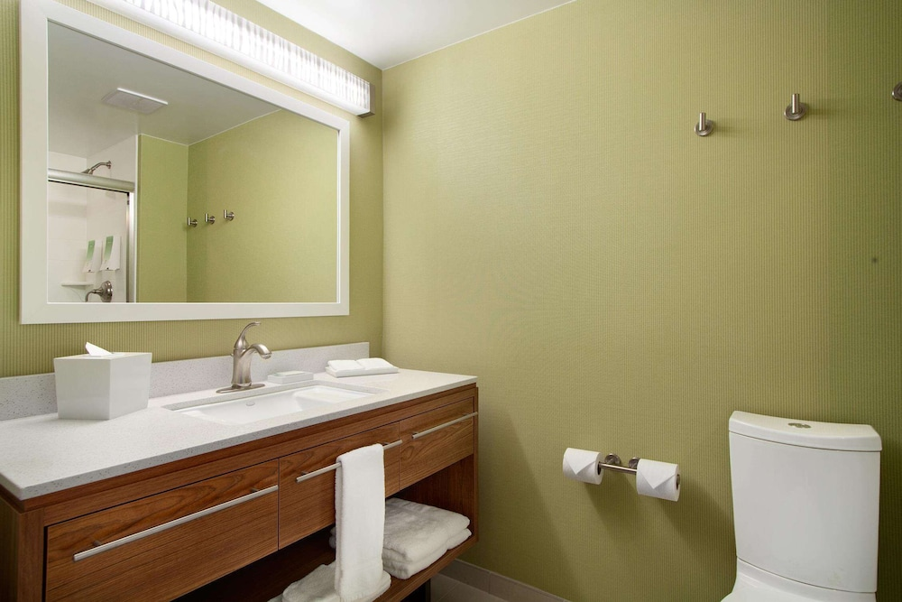 Bathroom, Home2 Suites by Hilton Baltimore/White Marsh