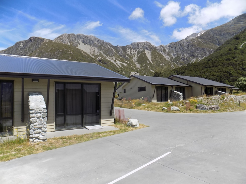 Property Grounds, Aoraki Court Motel