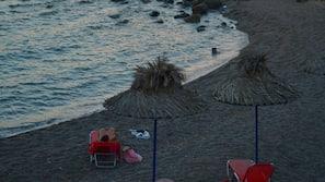 Plage, chaises longues, parasols, snorkeling