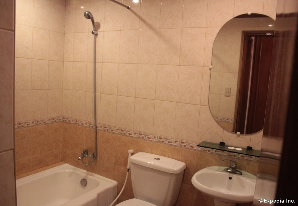 Bathroom, New Camelot Hotel