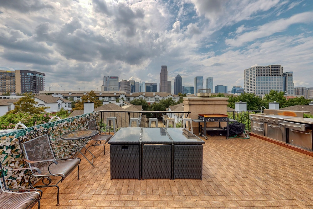 Balcony, Multi Level Townhome W/amazing Views, Private Sauna, & Free Wifi - Dogs Welcome!