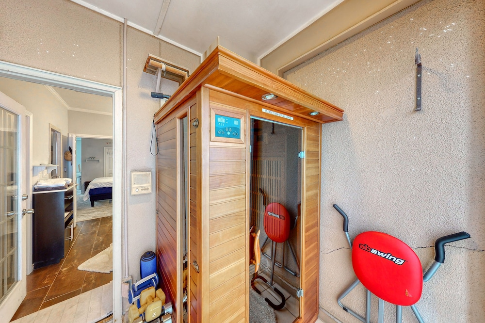 , Multi Level Townhome W/amazing Views, Private Sauna, & Free Wifi - Dogs Welcome!