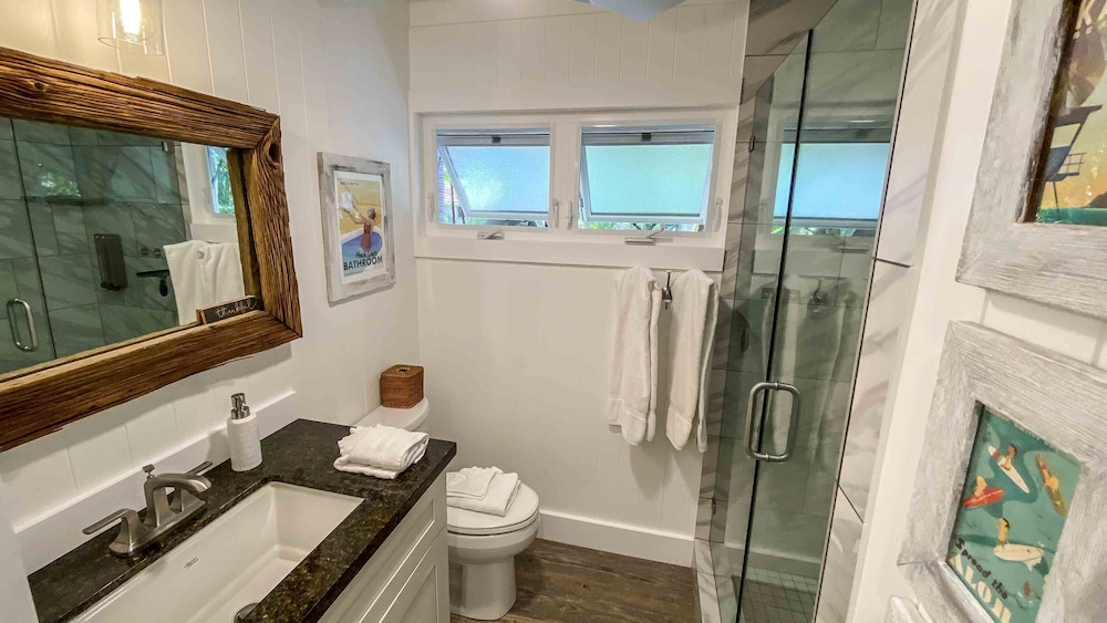 Bathroom, New, Bright, Clean, Modern Gem! Vitamix, Surfboards, Bikes Included :)