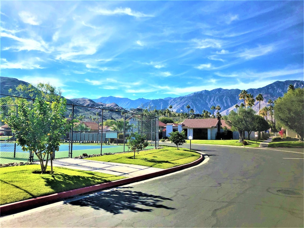 , Trendy, Family-friendly Condo w/ Shared Pool, Private Firepit, and gas Grill!