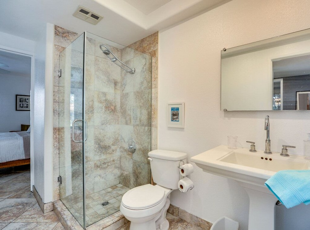 Bathroom, Trendy, Family-friendly Condo w/ Shared Pool, Private Firepit, and gas Grill!