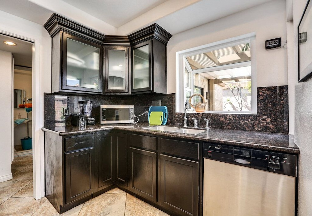 Private Kitchen, Trendy, Family-friendly Condo w/ Shared Pool, Private Firepit, and gas Grill!