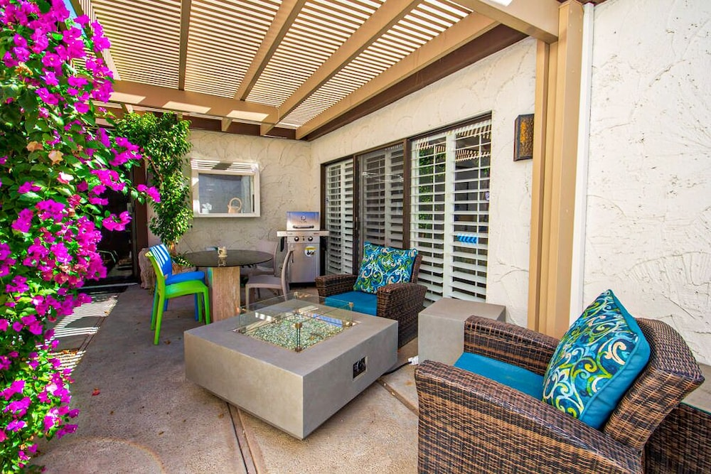 Balcony, Trendy, Family-friendly Condo w/ Shared Pool, Private Firepit, and gas Grill!