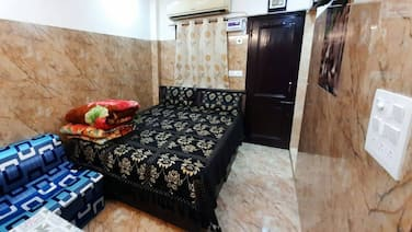Aggarwal Guest House In Cream Location