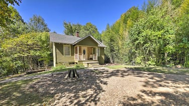 New! Carbondale Cottage w/ Fire Pit - 3 Mi to Siu!
