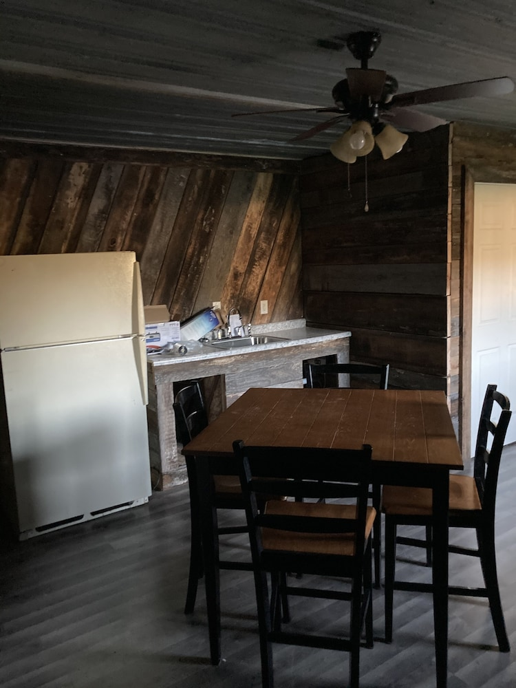 Private Kitchen, 2 Bedroom Cabin Close to Pomme de Terre Lake