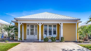 New to Rental! Adorable Bungalow in Barefoot Resort-short 5 Minute Drive to Beach