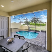 Amazing New 5 Bedroom 4.5 Bathroom TownHome with Pvt Pool and Amenities Included