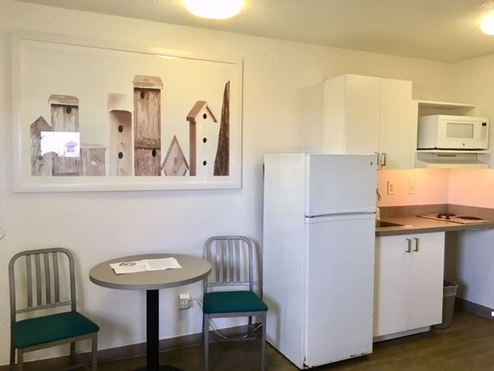 Private Kitchen, InTown Suites Extended Stay Louisville KY - Preston Hwy