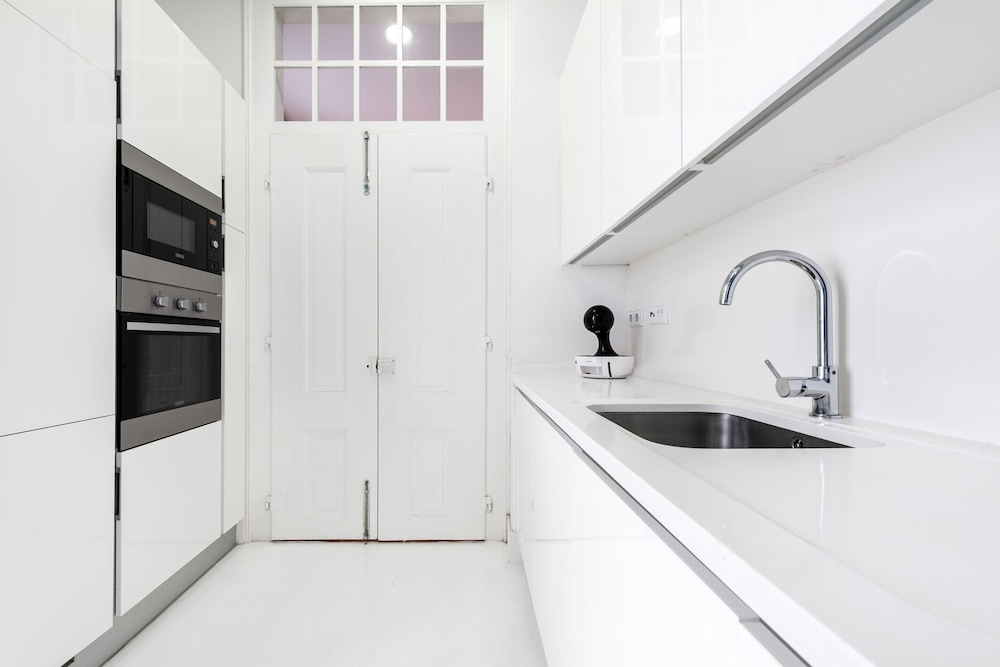 Private Kitchen, Guestready - Mod-luxe 2BR apt Near Cais das Colunas