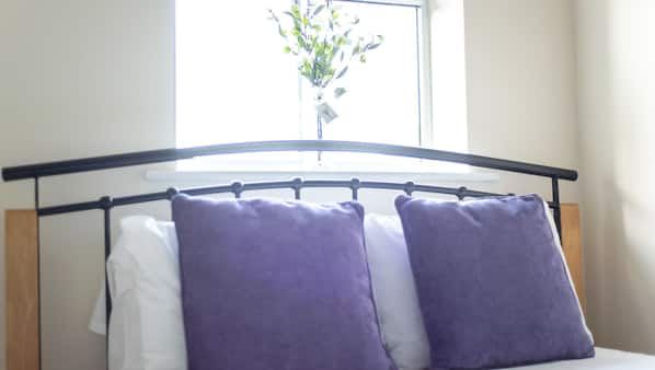 3 bedrooms, iron/ironing board, free WiFi, bed sheets
