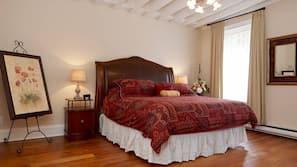 2 bedrooms, desk, WiFi