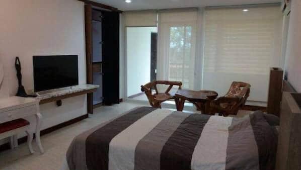 8 bedrooms, WiFi