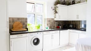 Microwave, oven, dishwasher, cookware/dishes/utensils