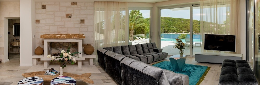 Pool, Luxury Villa Murano with private heated swimming pool, gym, sauna at the beach in Sumartin - Brač