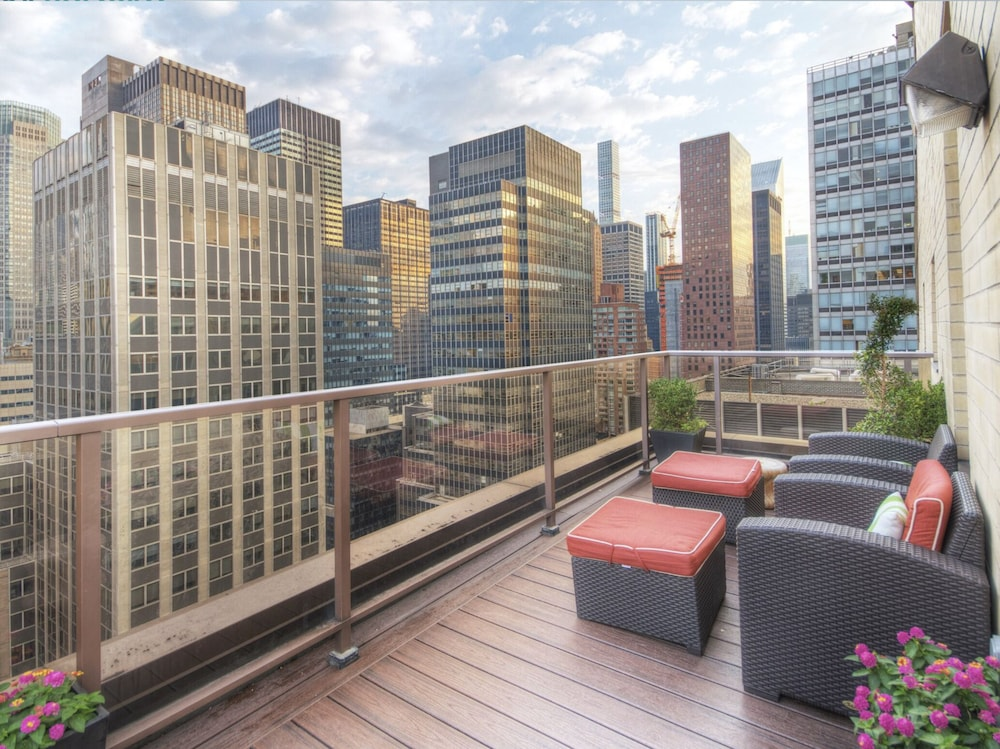 , Midtown NYC 2 BR W/rooftop Prime Location
