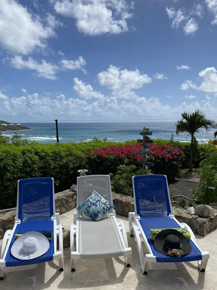 , Private Apartment With Stunning Ocean Views and Pool