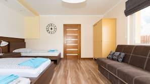10 Schlafzimmer, Schreibtisch, laptopgeeigneter Arbeitsplatz, Babybetten
