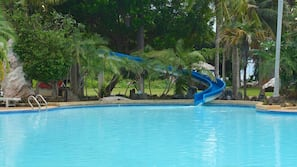 室外游泳池