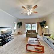 Magnolia Pointe Gem Pools, Golf Course & Hot Tub 2 Bedroom Condo