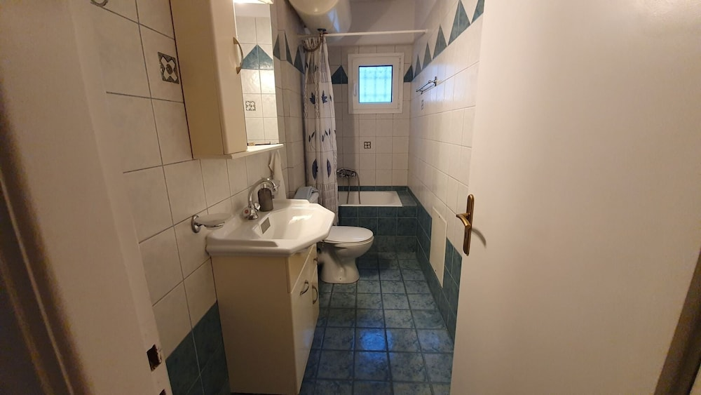 Bathroom, K1-george Apartments by the Sea and Airport