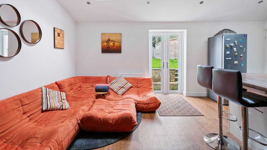 NEW Bright & Stylish 4BD Home City Centre of Leeds