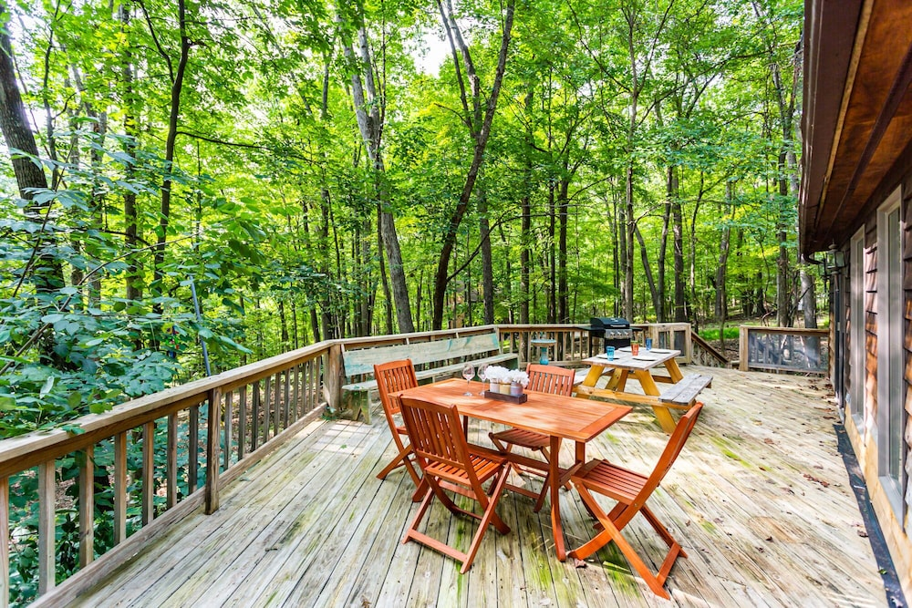 Terrace/Patio, Coolfont Cabin: Huge Deck, Grill, 10 Mins to Town!