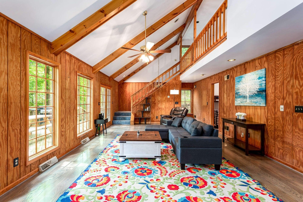 Living Room, Coolfont Cabin: Huge Deck, Grill, 10 Mins to Town!