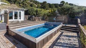 Lämmitetty uima-allas