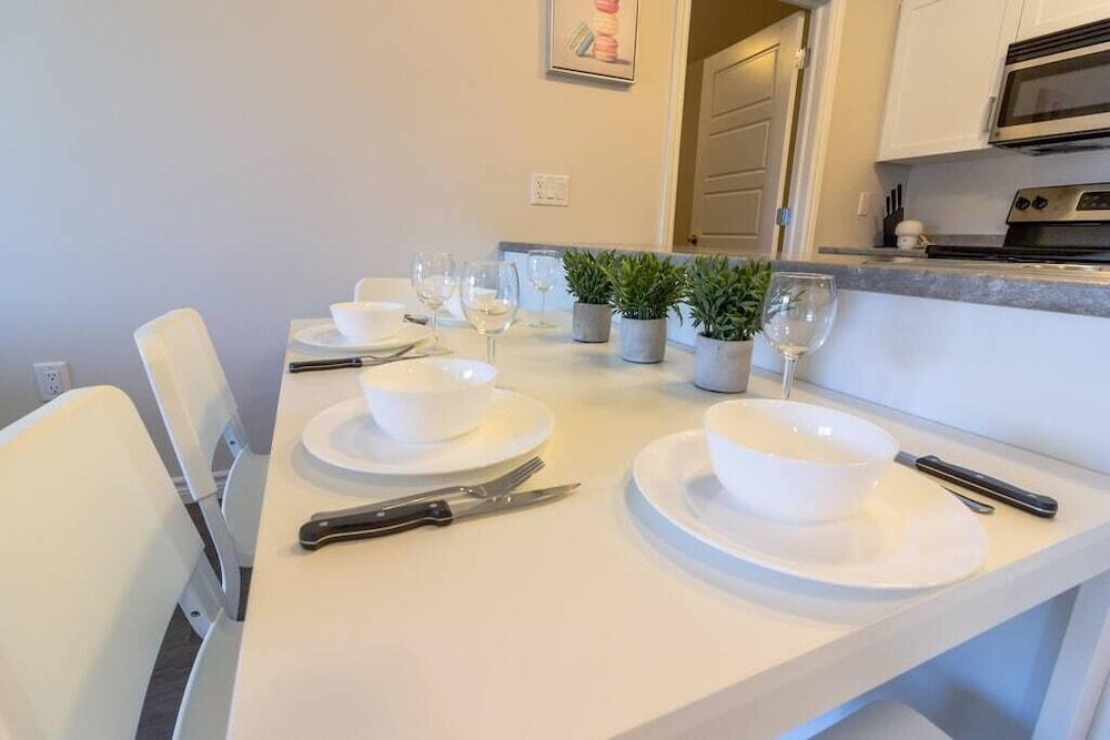 In-Room Dining, Newly Renovated Modern Condo  Near Hospital, UNB  Patio & Parking  Coffee