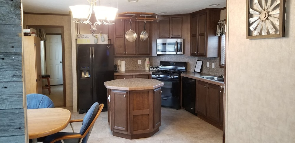 Private Kitchen, Harding County Hideaway